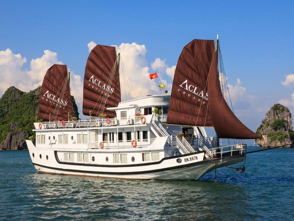 Du thuyền Hạ Long 3 sao Aclass Legend Cruise (14 cabins) 2 ngày 1 đêm