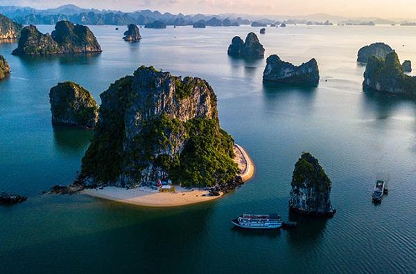 Vẻ đẹp của vịnh Hạ Long