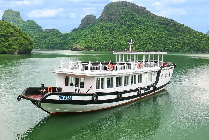 Tàu thăm đảo Ti Tốp ban ngày