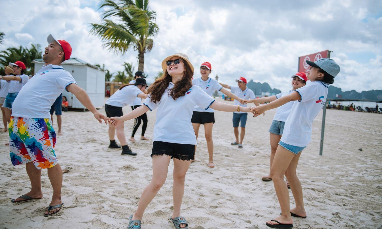 Các thành viên được tham gia các trò chơi cảm thấy thú vị hơn trong chuyến đi Hạ Long